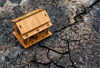 東日本大震災から10年。地震保険の加入率が約1.4倍に増えた?