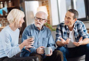 70代の親が今からでも保険に加入するか悩み中。保険は必要?何から検討すれば良い?