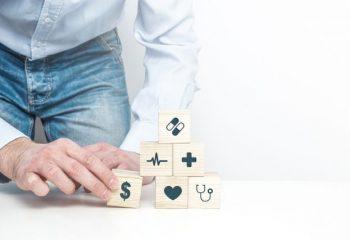 生命保険の契約で同性パートナーを保険金の受取人にできる?