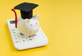 奨学金っていつ、どのように入金されるの?