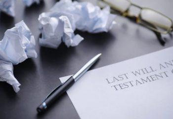 自筆証書遺言のトラブル、どうやって防ぐ?