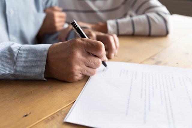 転職、失業…会社を辞めた時に必要な社会保険関係の手続きとは?
