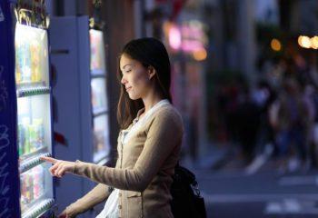あなたが知らない自動販売機の進化。最新機能にビックリ!?