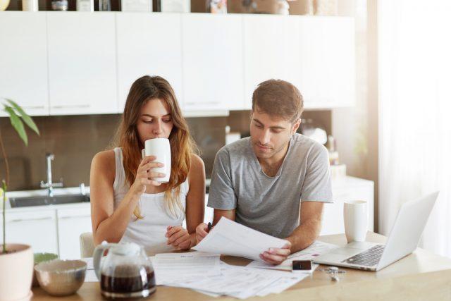 共働き夫婦の家計管理事情って?専業主婦世帯との生涯年収差はどのくらい?