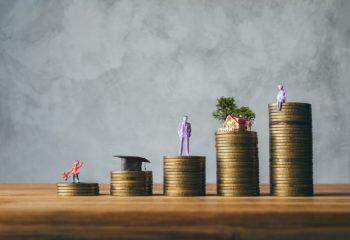 家庭の貯蓄額は昨年より増加って本当?消費行動の変化はどうなる?