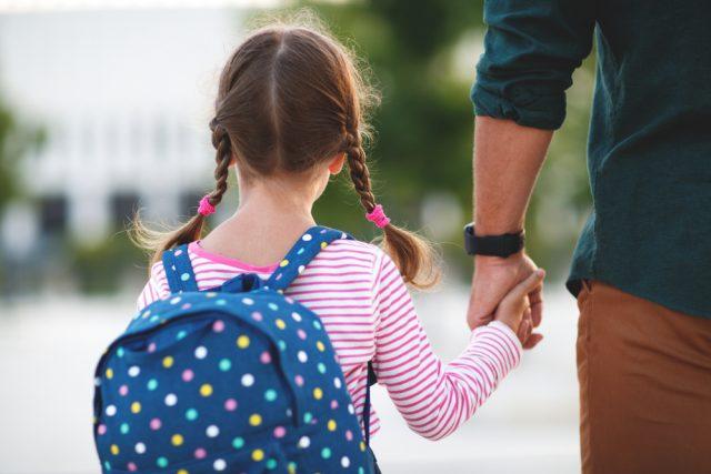 児童手当法が改正で、年収が高い人はもらえなくなる?