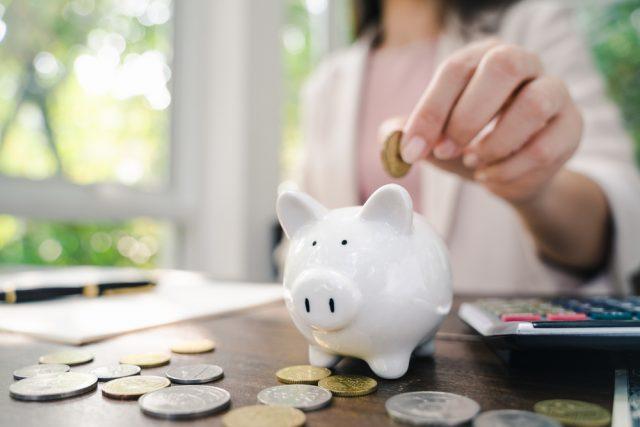 30~50代既婚男女の世帯年収や貯金額はどれぐらい?
