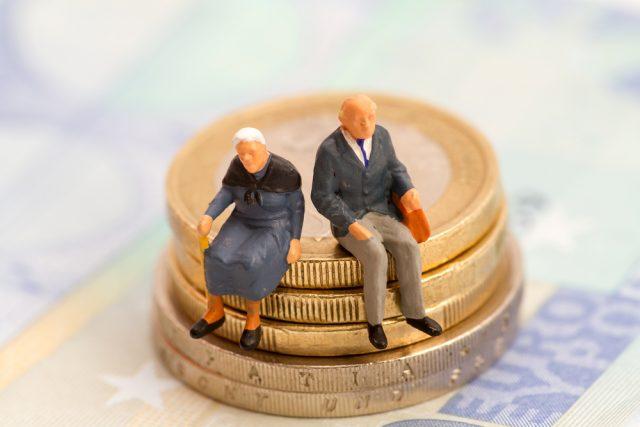 個人年金保険の選び方。変額型や外貨建ての方が良い?