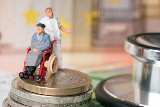 年金だけで支払える?(2)老後の介護費はどれくらいかかる?
