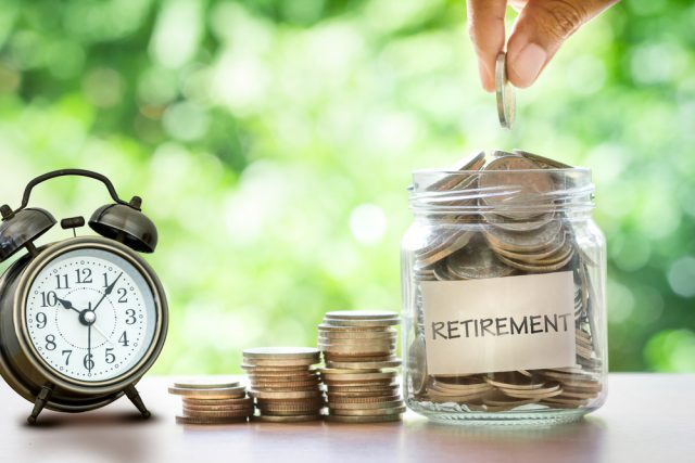 コロナで早期退職を迫られた人が急増中? その後の給料の増減とは