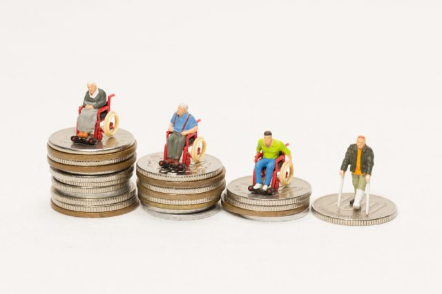 介護費用の自己負担額はどれくらい? 年金で支払える金額?