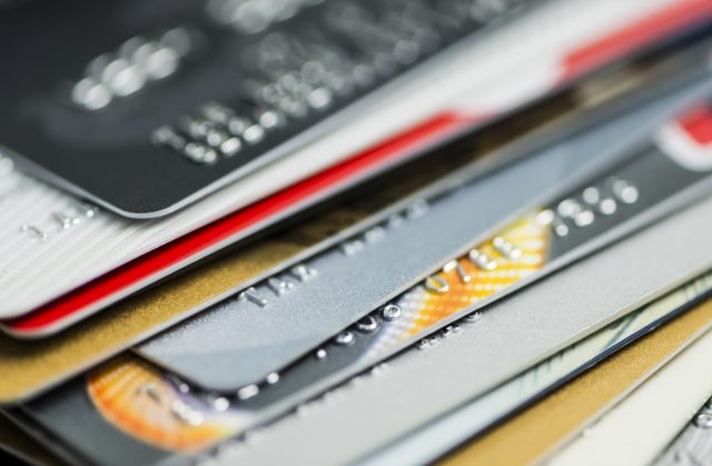 クレジットカードのデメリットとは? メリットとあわせて解説