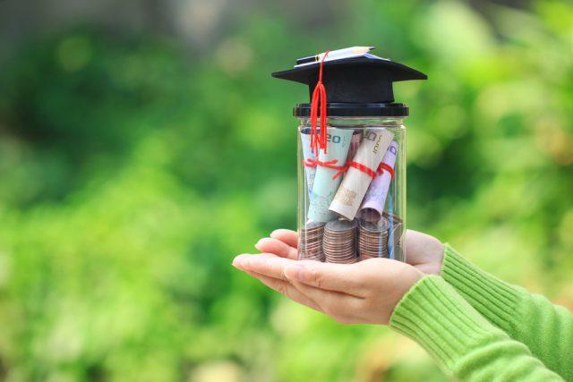 奨学金制度を利用している世帯はどれくらい? 利用するときの注意点は?