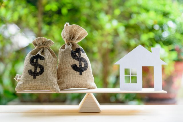 お金に余裕が出たら、住宅ローンの繰り上げ返済と資産運用どちらにまわすべき?