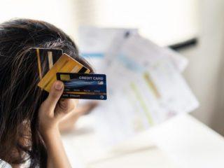 クレジットカードの安全な捨て方とは? 捨てる前の注意点などまとめ