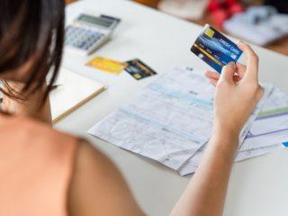 公共料金はクレジットカード払いがお得! メリットと手続き方法について