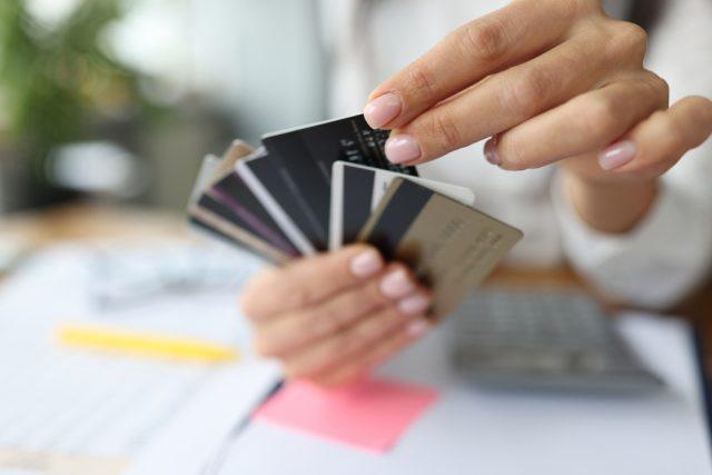 2枚目のクレジットカード選びのポイントは? 2枚持ちのメリット・デメリットも解説