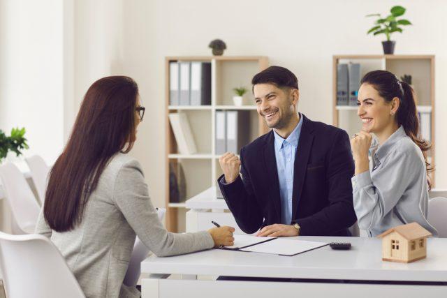 1人で組む住宅ローンと夫婦で組む住宅ローン、借入額はどれくらい変わる?