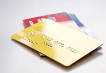 デビットカードってどんなカード? クレジットカードとの違いは?