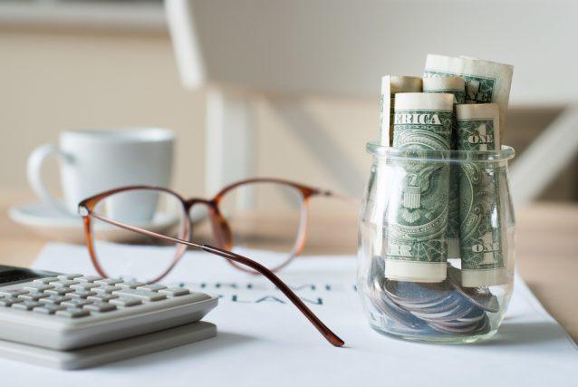 定年退職時に必要な「年金」以外の手続きとは?