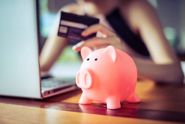 クレジットカードの手数料とは? 手数料の発生ケースや条件、注意点を紹介