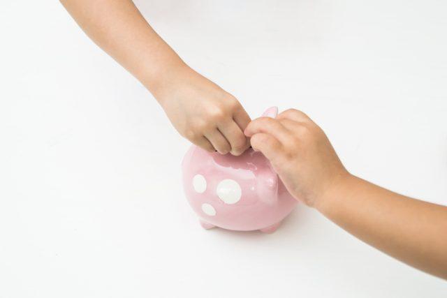 児童手当を生活費にあてているけれど、教育費として貯金しないとマズいですよね?