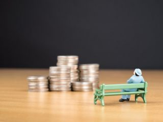 働きながら年金を受給する場合、「収入制限」に注意!