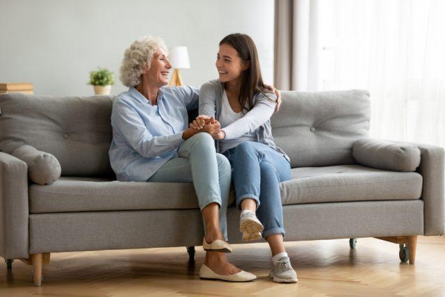 扶養親族の要件。実家に一人暮らしの母親も対象となる?