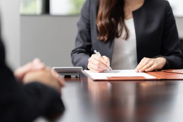 遺産分割協議書とはどのようなもの? 専門家に依頼しなくても作成可能?