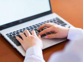 高校生がパソコンでしていることは何? 男子は勉強より遊びに使っている?