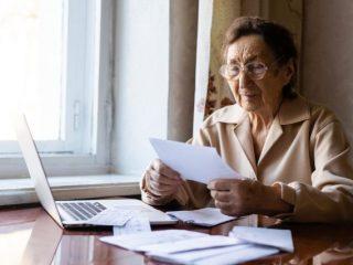 75歳までの年金の繰り下げ。税金や健康保険にも影響が?