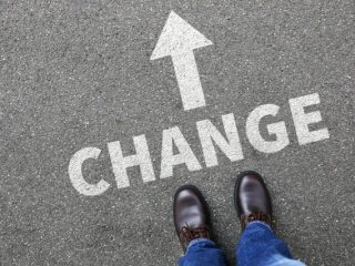 転職先に企業型確定拠出年金の制度があるけど活用すべき? すでにiDeCoに入っている場合の選択肢とは
