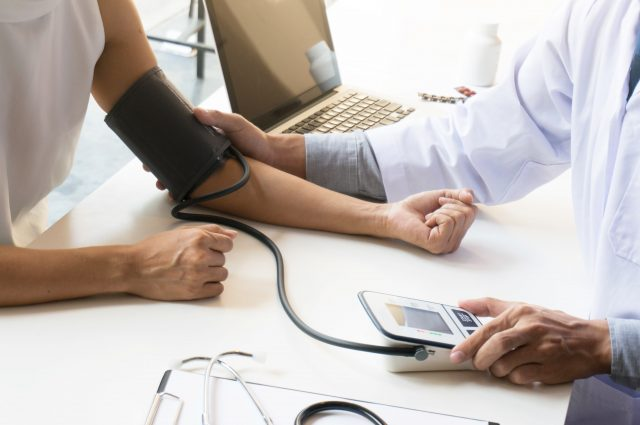 労働者の健康診断はなぜ行われる? 健康診断を受けているとき、賃金は発生するの?