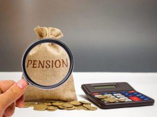 毎月いくら年金をもらえたら仕事を辞める? 年金受給額と就業の関係は?