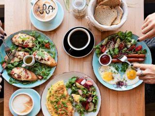 社会人の自炊頻度はどれくらい? 外食にかける平均額は?