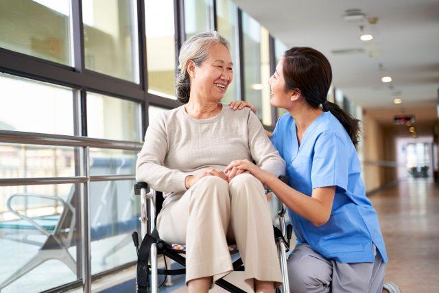介護施設に入ってからも安心 ~入居後も入院や損害に備える保険~