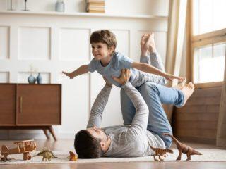 男性の育児参加状況と育休の実態は? 収入減のリスクや職場の雰囲気から育児参加しにくいパパも