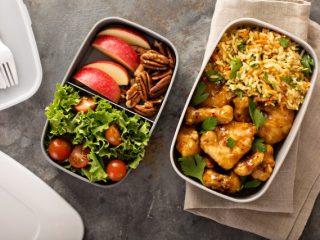 今どきのランチは外食派が減。平日のランチの平均金額は2019年から113円減少