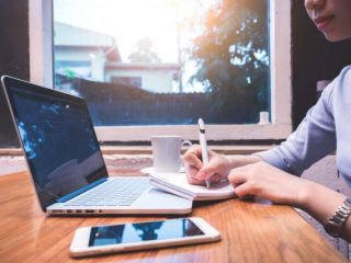 正社員で副業をしている人の割合は? 月にどれくらい働いて、いくら稼いでる?