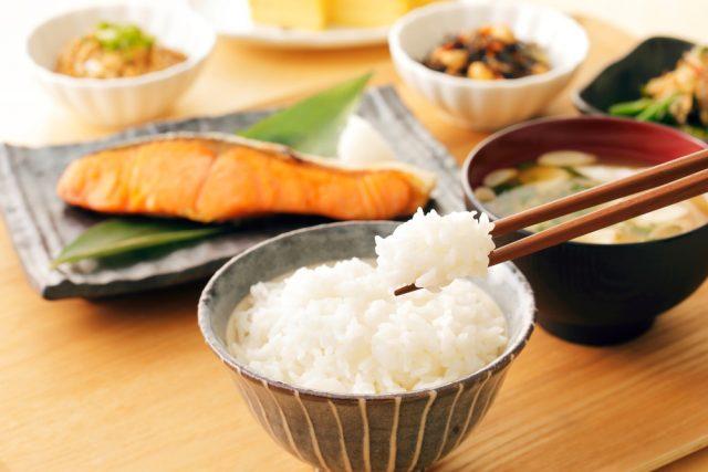 【世間の朝食事情】朝食の予算はいくら? 毎日同じ朝食を食べている人は何割?