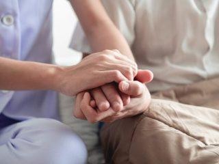 高齢の親の財産管理が必要。「家族信託」「成年後見制度」どちらを利用すべき?