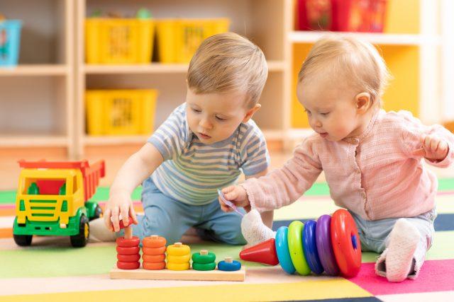 「産前産後休業」と「育児休業」の年金への影響は?