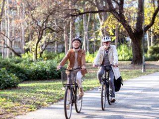電動アシスト自転車に乗っている人は2割? 自転車保険には加入している?
