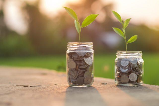 「積立定期預金」と「つみたてNISA」 増え方、リスクなど相違点をFPが解説