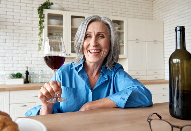 主婦の4人に3人は家飲みを楽しんでいる!月々のお酒代はどれくらい?