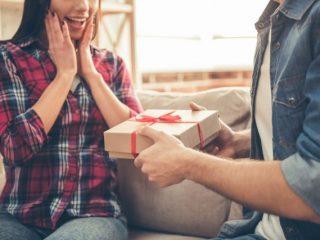 記念日のお祝いを重視する率は30代男女で大きな差が? 誕生日プレゼントに期待する金額は?