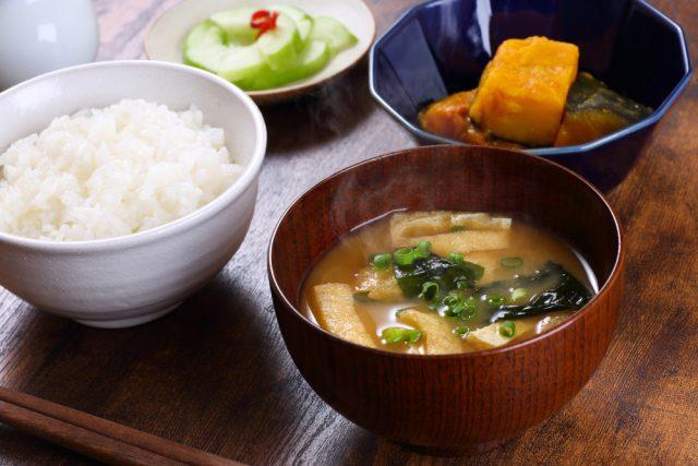 和風料理で「母から受け継いだ味」は減少傾向? 年代別の収入と食費の違いは?