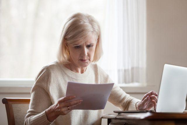 遺族が行う「年金関係」の手続き。亡くなった月の年金は請求できる?