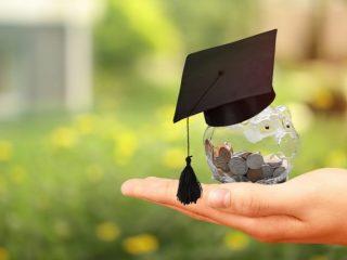 家庭の収入が激減、大学の奨学金は年度途中でも申込みできる?