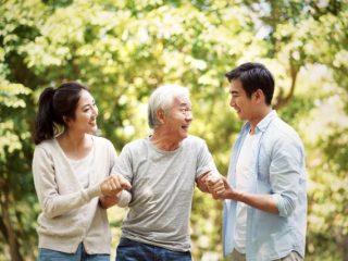 離れて暮らす親が不安…高齢の親の住む家と子どもの家の距離はどれくらいが多いの?